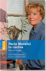 00012_Dacia_Maraini_in_cucina